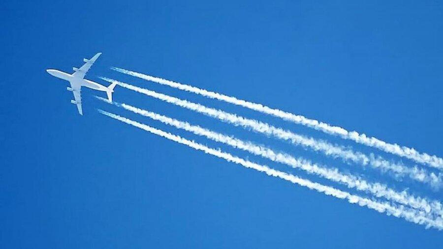 دنباله سفیدرنگ موتور هواپیماها بر تغییرات اقلیمی تاثیر دارد؟
