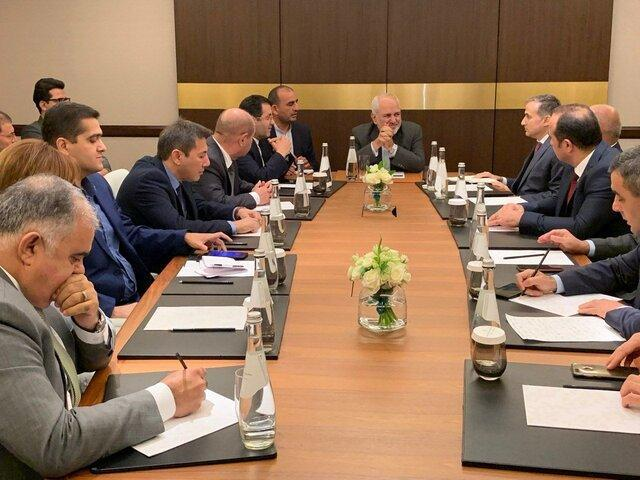 دیدار مدیران رسانه و اعضای اندیشکده های باکو با ظریف