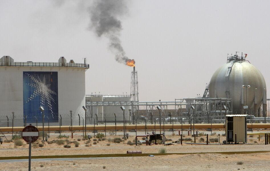 خبرنگاران عربستان بهای فروش نفت خود را کاهش داد